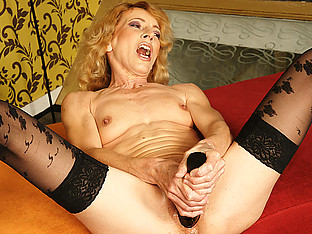 Kinky mama getting fisted by a horny babe